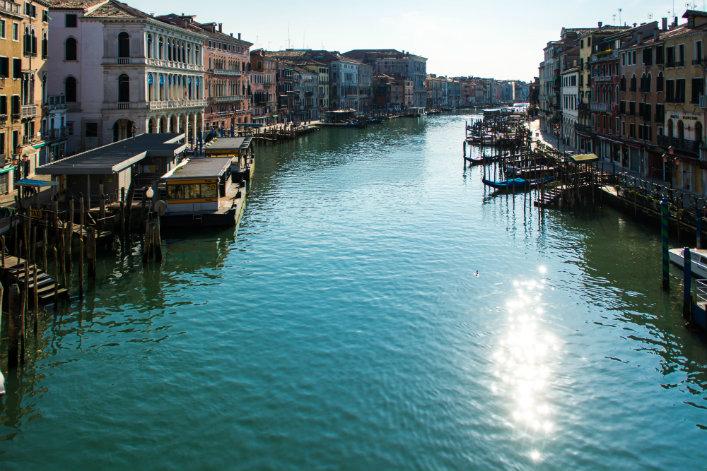 Sans bateaux ni touristes, les eaux de Venise retrouvent leur clarté