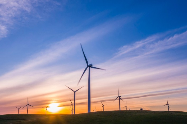 Seulement 2 % des dépenses des plans de relance sont dédiées aux énergies propres, selon l'Agence internationale de l'énergie