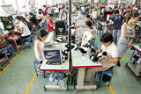 Ouvriers usine Nike Guangdong Chine 2005 Lang shuchen Imaginechina
