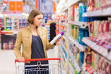 Perturbateurs endocriniens cosmetiques shampoing supermarche consommation istock