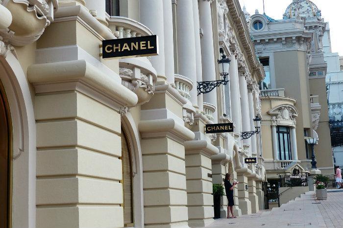 Hermès, Chanel, Vuitton… Ce que font les maisons de luxe de leurs ... cc722874dc6