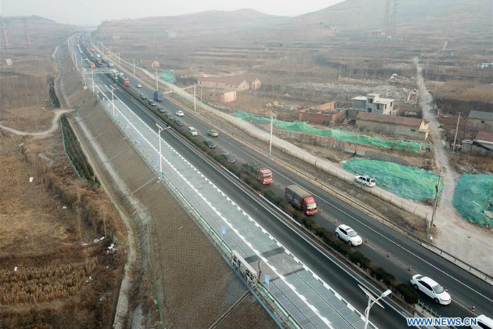 Video En Chine La Premiere Autoroute Solaire Au Monde Va Recharger Les Voitures Electriques