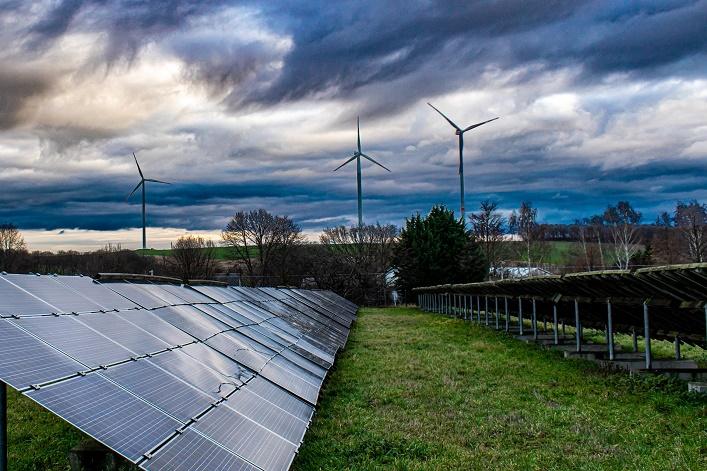 Les renouvelables deviennent la première source d'électricité en Europe, devant les énergies fossiles