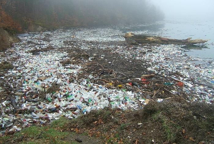Pollution plastique fleuve pixabay